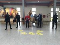 Panettoni in dono agli operatori sanitari della ditta Top Secret di Ferrara