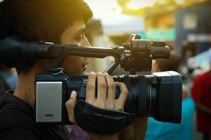Cinema. Riaprono i set in Emilia-Romagna, specialisti in film ma anche medici e materiale sanitario cercansi per le riprese post-Covid