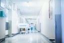 Dalle distanze di sicurezza alla mascherina, le regole da seguire per le visite in ospedali e strutture sanitarie