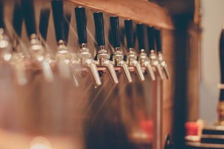 Anche in Emilia-Romagna le attività di ristorazione (ristoranti, bar, pub, gelaterie, ecc.) consentite dalle 5 del mattino
