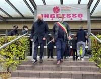 Il presidente Bonaccini  in visita agli Hub vaccinali di Castel San Pietro Terme e Crevalcore (Bologna)