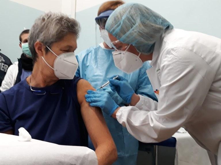 In Emilia-Romagna 5.443 le persone vaccinate, oggi eseguite 2.282  somministrazioni agli operatori sanitari, delle CRA e ai degenti delle  residenze per anziani — Salute