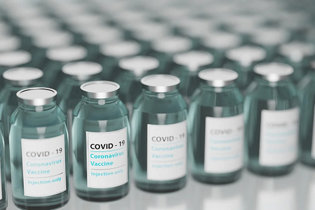 Vaccinazioni anti-covid:  al via le prenotazioni per i 60-64enni e le somministrazioni per i 51-59enni di 'categoria 4'
