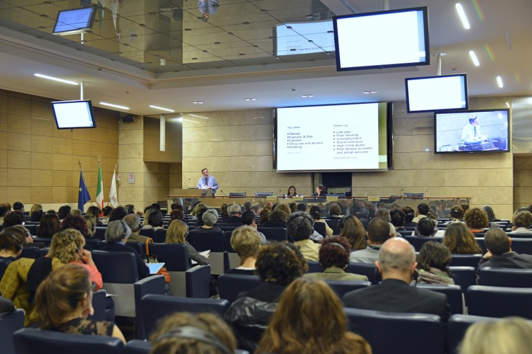 "Lezione Magistrale ""Improving Health Outcomes through Community Empowerment"" - Glenn Laverack"
